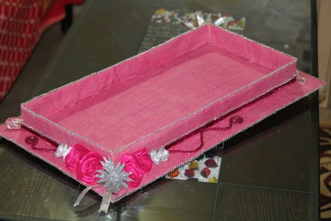 Pink saree tray