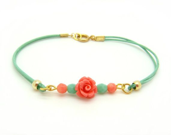 Mint and Coral Beaded bracelet Bohemian Pastel Mint por minifabo