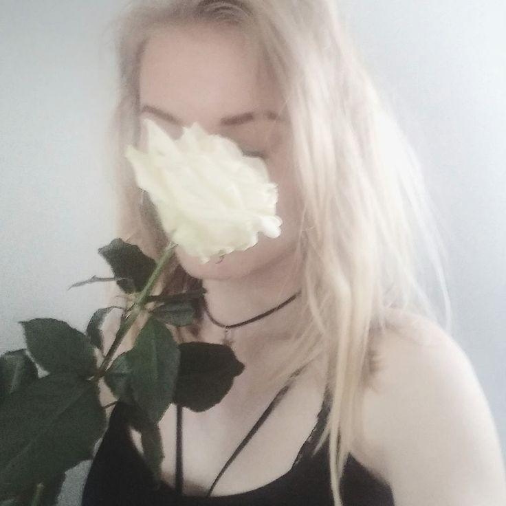 #tumblr #tumblrgirl #grunge #grungegirl #rose #white