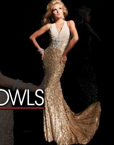 """Rochii de seara Tony Bowls Creatiile designerului Tony Bowls se caracterizeaza prin opulenta si inovatie, de aceea rochiile de seara din colectia """"Evening"""" pot fi purtate la ocazii sociale, dar si la baluri. Purtand o rochie de seara Tony Bowls inseamna sa pui..."""
