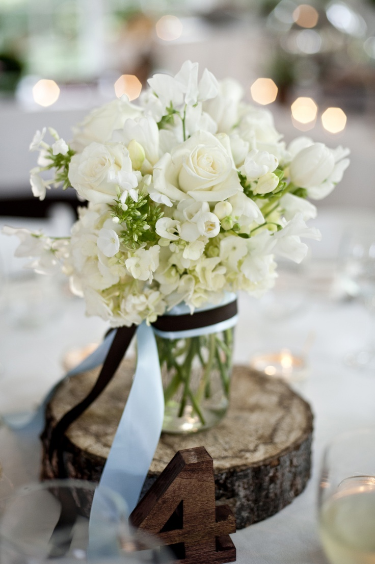 Natural accents #wood #wedding #flowers #FearringtonWeddings Photography by Krystal Kast Photography