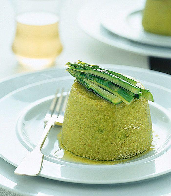 Gli asparagi sono un ortaggio saporito e versatile in cucina. Ingredienti perfetti per antipasti, crespelle, lasagne, da abbinare alle uova o cuocere semplicemente al vapore e condire in insalata. Dieci ricette scelte per te