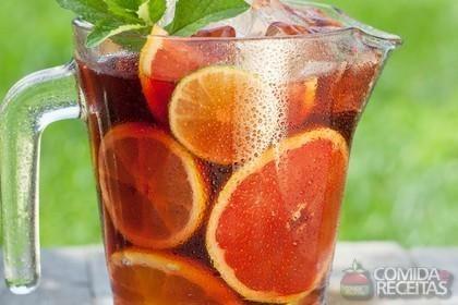 Receita de Sangria tradicional portuguesa em receitas de bebidas e sucos, veja essa e outras receitas aqui!