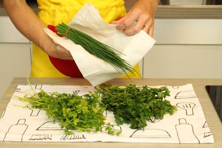 comment conserver des herbes aromatiques fra ches une fois coup es les herbes aromatiques s. Black Bedroom Furniture Sets. Home Design Ideas