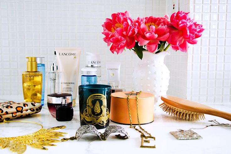 From Art to Lighting — How To Decorate Like an It Girl// bathroom styling, peonies, white vase
