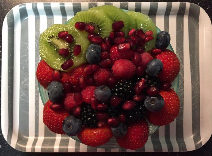 Muesli / chai / lijnzaad / pecannoten / courgette / fruit breakfast
