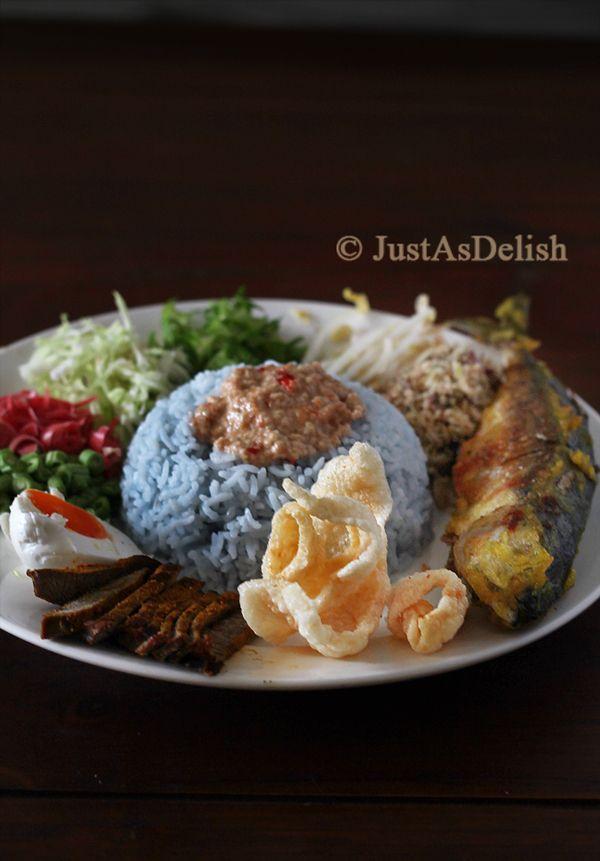 Nasi Kerabu Kelantan (Kelantan Herb Rice Salad)