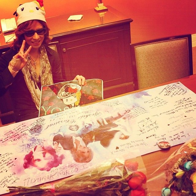 I'm in #Mexico! Gifts from my dear fans! See you tomorrow at #Auditorio #BlackBerry! #メキシコ のファンからのギフト!
