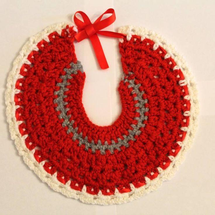Stupendo bavaglino rosso per bambini realizzato a mano all'uncinetto