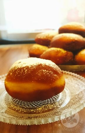 Lemon and Strawberries: It's Fat Thursday! You need to have them: polish pączki with marmalade.