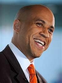 Corey Booker (Mayor of Newark, NJ) is a master of social media for sure. He will be the next NJ US Senator for sure!