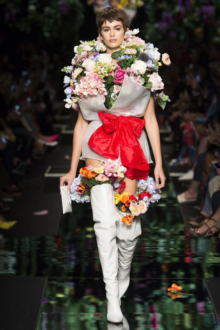 Moschino Spring 2018 Ready-to-Wear Fashion Show