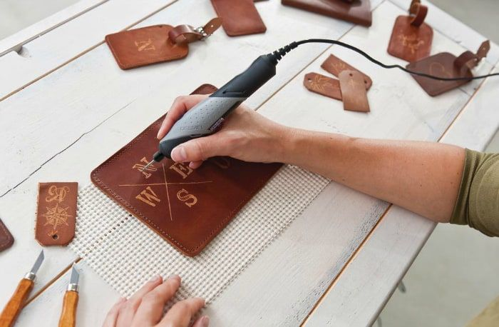 dremel stylo on leather   – dremil carving