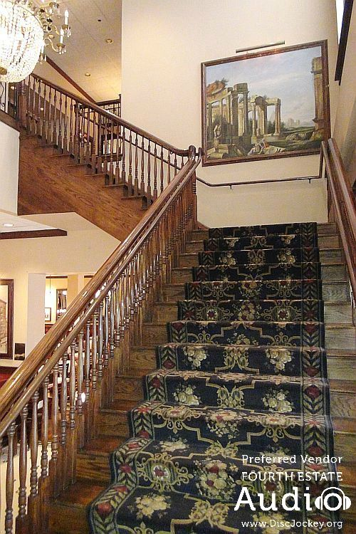 This grand staircase at Maggiano's in Schaumburg is ideal for wedding photos! http://www.discjockey.org/maggianos-schaumburg/