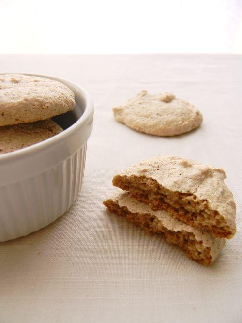 BperBiscotto: *Biscotti Mandorlotti* farina di miglio, farina di gran turco, farina di mandorle, zucchero di canna e albumi