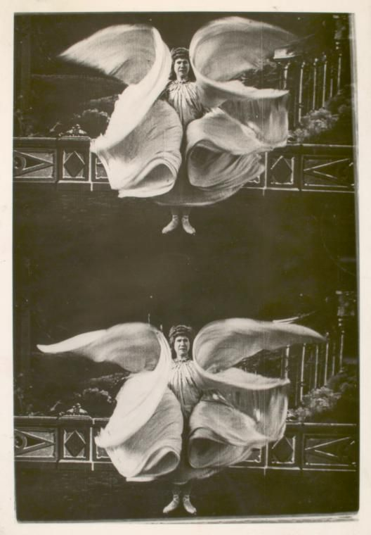 realityayslum:Loie Fuller. Photograph by French Pathé, c.1905.