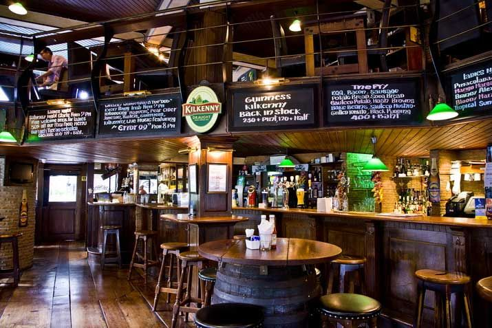 irish pub furniture - Google keresés | pub interior design ideas ...