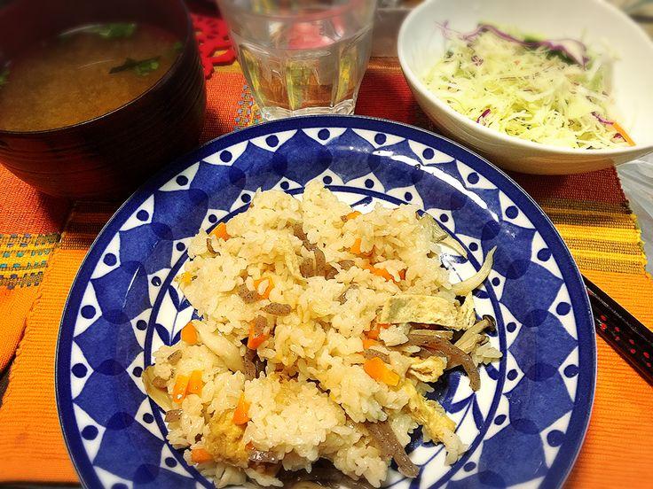 20170430夕飯、舞茸の炊込み御飯、サラダ、お味噌汁。
