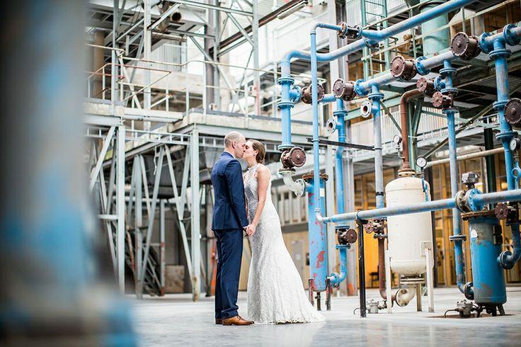 Industriele fotoshoot tijdens deze bruiloft, CHV Koekbouw Veghel