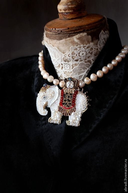 Брошь-кулон  Самый добрый белый слон))) - Elena Abradi - Ярмарка Мастеров http://www.livemaster.ru/item/9294427-ukrasheniya-brosh-kulon-samyj-dobryj-belyj