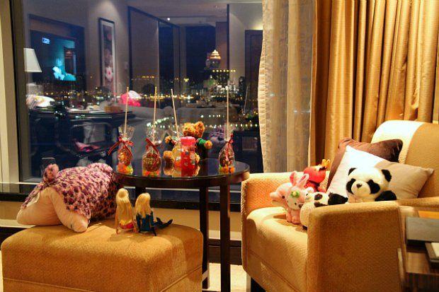 Review: Four Seasons Hotel Hong Kong