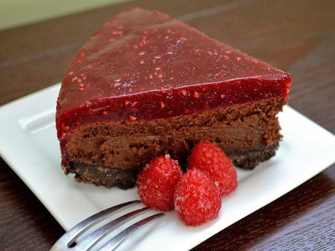 Torte au chocolat et aux framboises – de loin   – Food With Taste Desserts