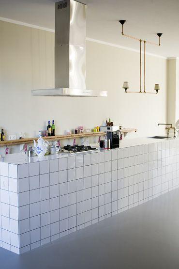 Exhaust with kitchen island.   Loft style kitchen (apartment Amsterdam South) Styling: Femke Pastijn Fotografie: Dennis Brandsma