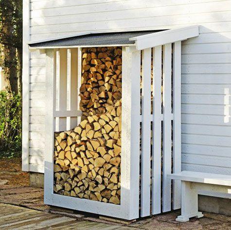 Lojuvatko polttopuut pressun alla? Rakenna pieni puukatos, jossa polttopuut pysyvät kuivina siististi ja tyylikkäästi. Tällainen kuormalavan päälle tehty katos on helppo rakentaa.