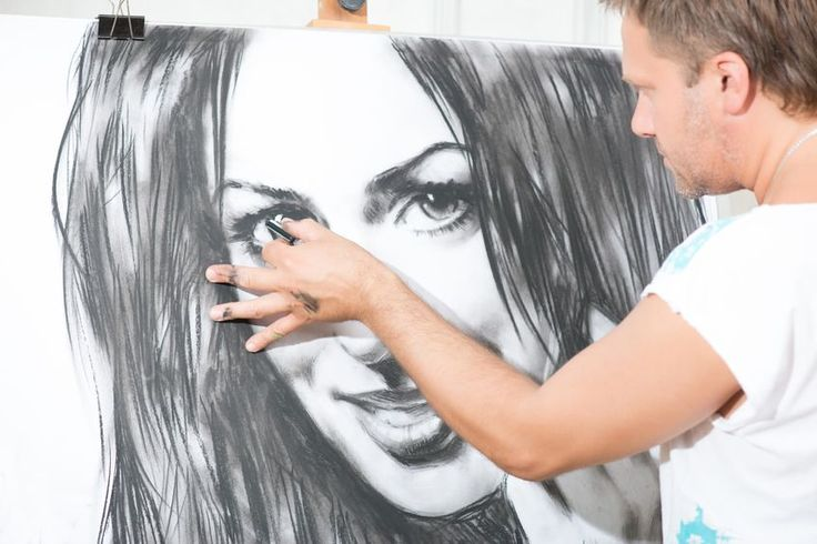 How To Improve Your Realistic Portraits With Charcoal And Graphite | www.drawing-made-easy.com | #charcoal #graphite #portraits