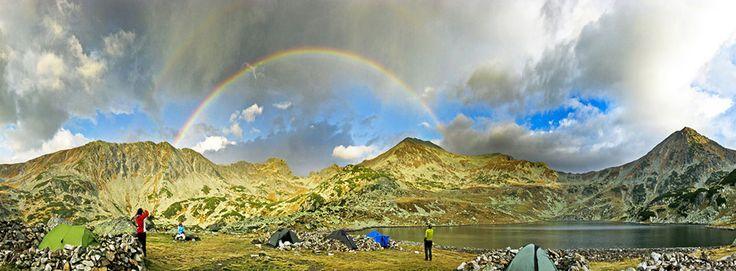 Lacul Bucura, #Romania, #Hunedoara #LaculBucura #MuntiiRetezat #DescoperaRomania #Vacanta #Excursii #ObiectiveTuristice #Travel #ShiftTour  Acest lac glaciar fenomenal se afla in Parcul National din Muntii Retezat, o adevarata comoara in ceea ce priveste fauna si flora. Lacul Bucura este cel mai mare dintre cele 80 de lacuri glaciare cuprinse in aceasta rezervatie: 80 de hectare. Avand in vedere ca se afla la o inaltime de 2040 de metri, privelistea oferita este impresionanta si maiestuoasa.