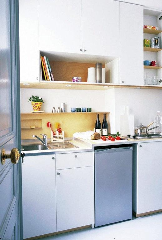 色をリズムよく配置したコンパクトキッチン