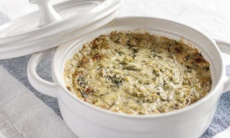En ajoutant un fromage Boursin et des épinards dans votre mijoteuse, réalisez une trempette chaude extrêmement délicieuse