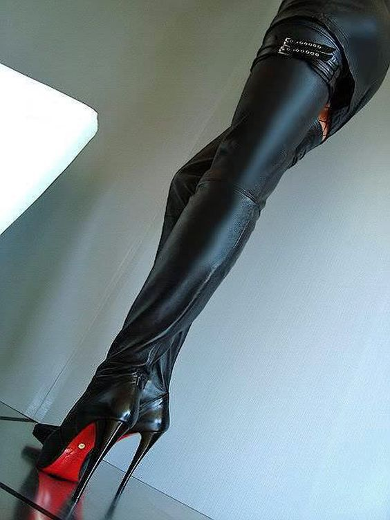 Sexy black leather high heel shoes, world big hol pussy photos