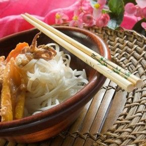 В'єтнамська кухня – це незвикле поєднання китайських страв і виразних рис, запозичених в тайській, індійській, буддійській культурах, а також тонкого впливу французьких колонізаторів. Страви в'єтнамської кухні мають надзвичайно витончений смак і є справжніми шедеврами, що милують око.