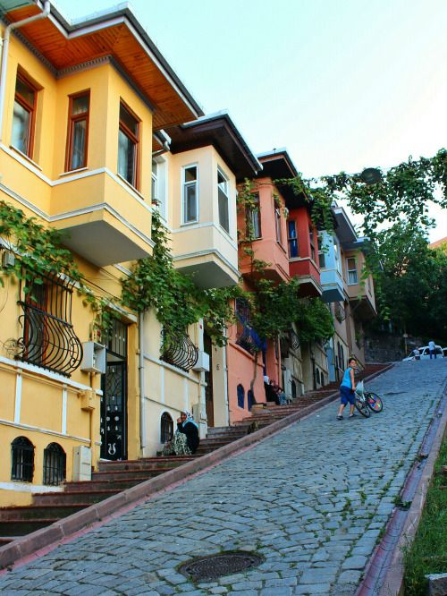 Balat quarter, Istanbul / Turkey (by hasbi kahraman).