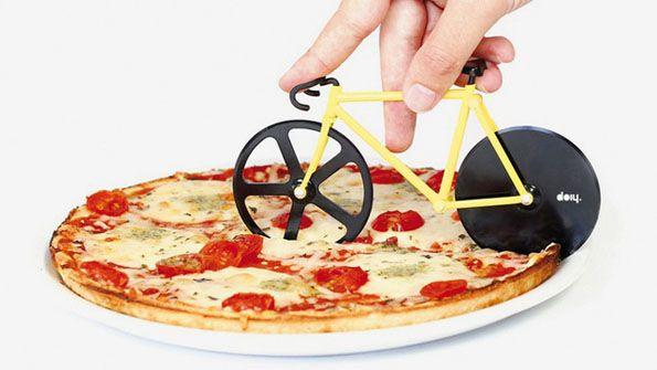 Para todas las Chicas PAM amantes de las bicicletas y de la pizza, este es un gadget que deben de tener. :D