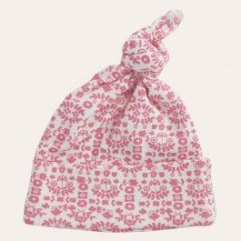 Keep baby covered top to toe with our organic cotton accessories. The knotted beanie is adjustable to ensure the perfect fit, and is an essential to prevent heat loss.