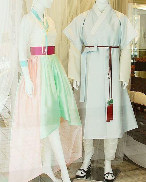 보그 #송소희 한복 드레스와 순수의시대 #신하균 한복 누구나 좋은, 아름다운 한복 입기를 바란다. 천의무봉은 그것을 실현시킬 것이다. 세 상 에…
