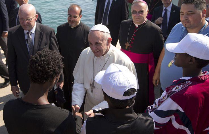 Pour la deuxième fois en deux jours, le pape François rencontre ce lundi 19 juin un groupe de migrants. Le pontife doit accueillir les réfugiés au palais du Latran à Rome, a annoncé le Saint-Siège. Le 18 juin, avant la célébration de la messe de la Fête-Dieu, le pontife avait déjà rencontré un gr