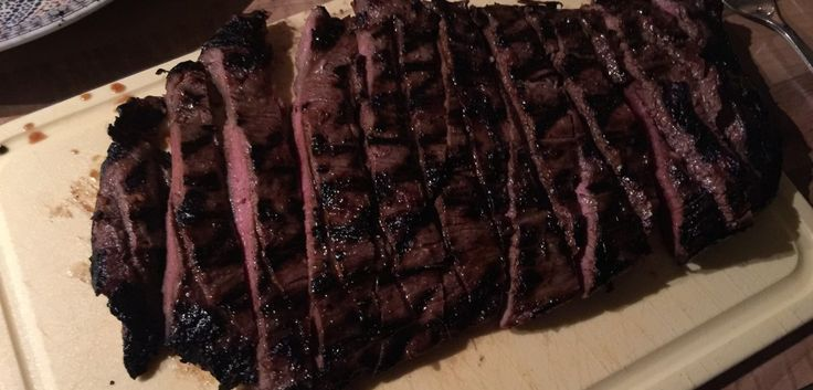 Hoe maak je de perfecte bavette klaar op de barbecue? Dit recept legt je van begin tot eind helemaal uit hoe je dit geweldige stukje vlees kunt bereiden!