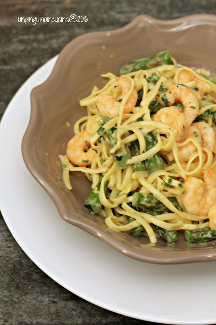 Tagliolini con asparagi, gamberi e panna al curry - Eiernudel mit Spargel, Garnelen und Currysahne   Un Pinguino in Cucina