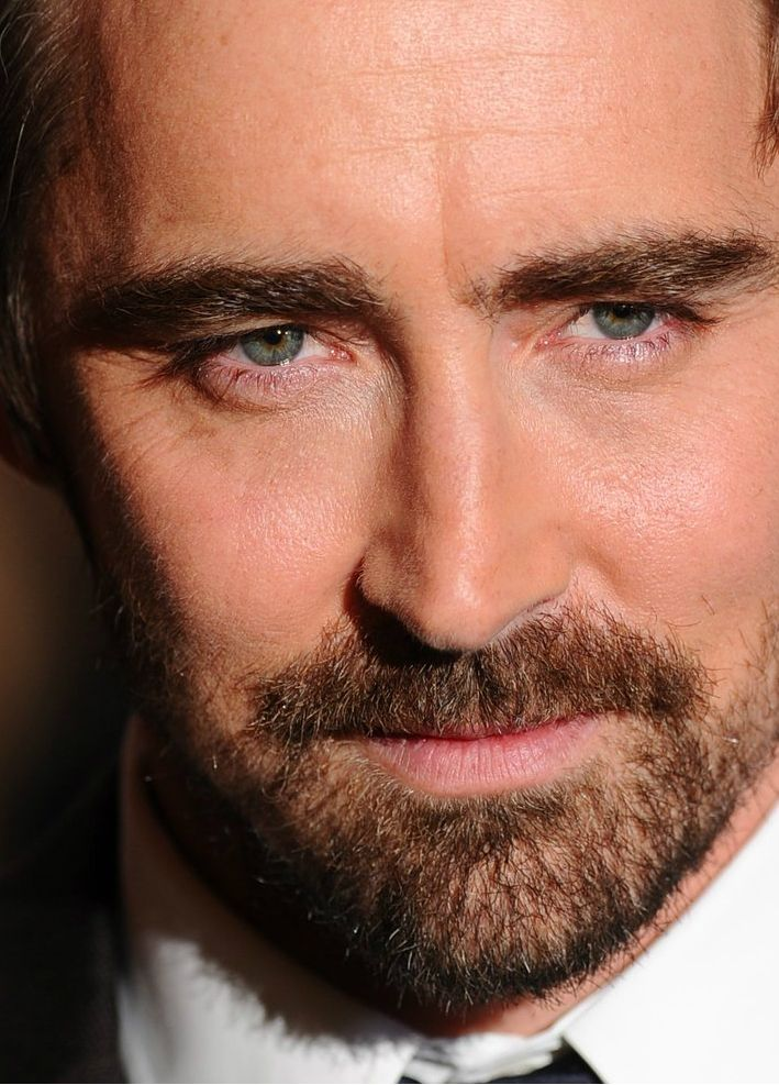 GAHHHHH!!!!!!!!!!!  #LeePace on the green carpet at the world premiere of The Hobbit: The Battle of the Five Armies at London's Leicester Square, Dec. 1 2014.