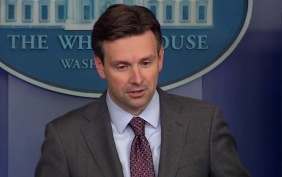 COMEDY: White House Spox Josh Earnest Wants Press To Give Obama Credit For Being Transparent  Aleister Dec 26th, 2016