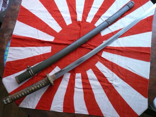 Син-гунто (1934) — японский армейский меч, созданный для возрождения самурайских традиций и поднятия боевого духа армии.  Это оружие повторяло форму боевого меча тати, как в оформлении, так и в приемах обращения с ним.  #катана , #фехтование , #самурай , #меч , #samurai ,#katana, #удар_катаной, #рубка_катаной, #рубка_мечом,#рубка  Школа фехтования на катане, мачете, ноже Katana Club. Искусство владения клинком  Фехтование с катаной…