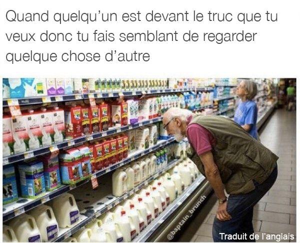 On a tous déjà fait semblant de se passionner pour un truc au supermarché: | 27 trucs qu'on a tous déjà faits au moins une fois