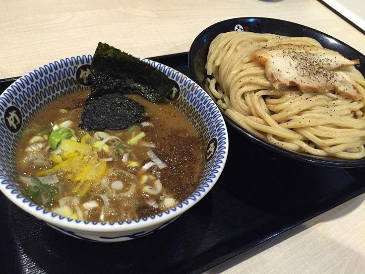 #noodle #noodles #ramen #ラーメン #つけ麺 #拉麺 #麺 #ケロ麺 #魚介豚骨  Ranen 'TAKEI' 前から気になってた麺屋 たけ井  噂通り大変美味しゅうございました 超濃厚豚骨魚介スープですが柚子がちょうど良い清涼感を与えてくれるのでコッテリ系が苦手な方でもイケるのではないでしょうか 追伸うすくちラーメンはサッパリ系で  鰹ダシが効いててコクがありしっかり下処理されてるから豚骨の臭みも無く美味しでしたよ  20151104 by kerorin18