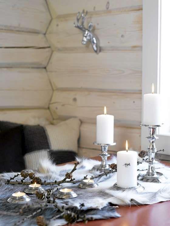 NATURLIG VAKKERT: Kvister, kongler og skinn, sammen med norsk tinn, er både lunt og vakkert.