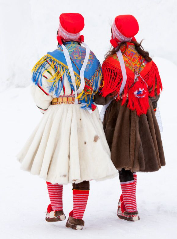 Copyright-Laila-Duran-8  Ladies dressed in pesk  Kautokeino  www.folklorefashion.durantextiles.com