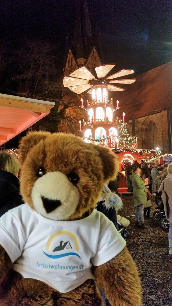Der Urlaubär auf dem Weihnachtsmarkt in Flensburg, Schleswig-Holstein, Ostsee, Flensburger Förde ...