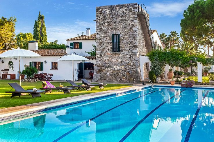 Check out this amazing Luxury Retreats  property in Barcelona, with 10 Bedrooms and a pool. Browse more photos and read the latest reviews now.